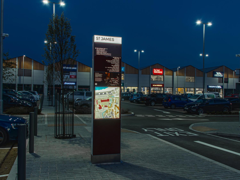 Outdoor digital signage totem – St James Retail Park